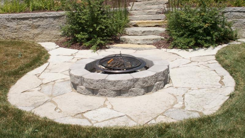 Amazing Circular Flagstone Patio With Fire Pit